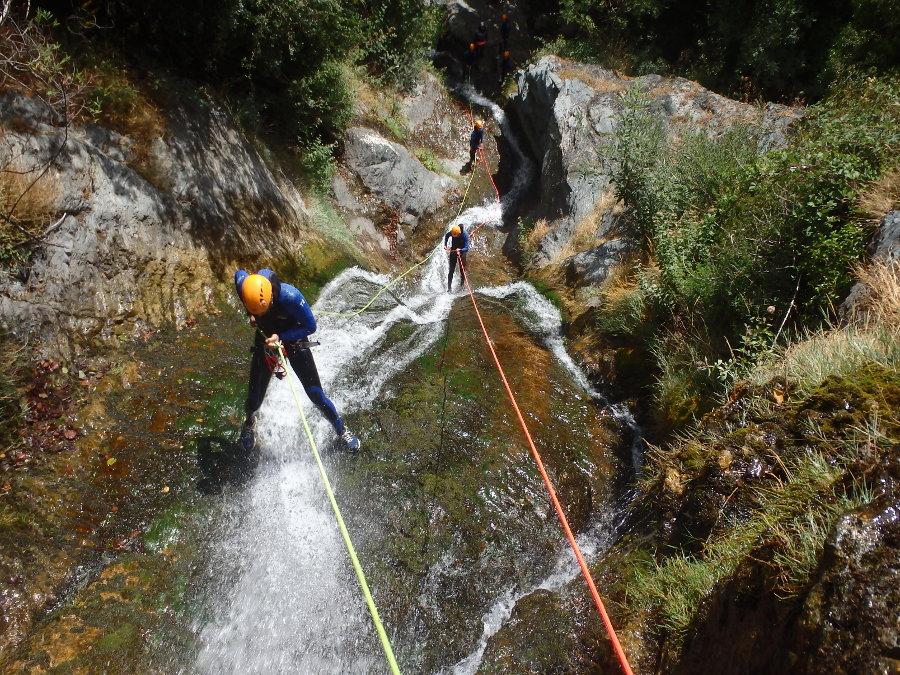 Canyoning dans l'Hérault au Caroux, près de Montpellier dans le Languedoc et proche du Gard