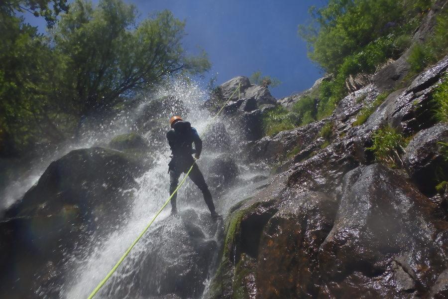 Descente En Rappel En Canyoning Près De Montpellier Dans Le Gard Aux Cascades D'Orgon