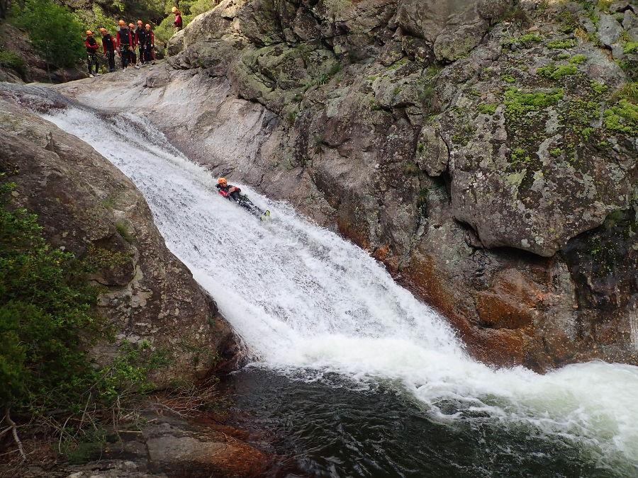 Canyoning Et Toboggan En Occitanie, Près De Montpellier Dans L'Hérault Au Parc Naturel Du Haut Languedoc