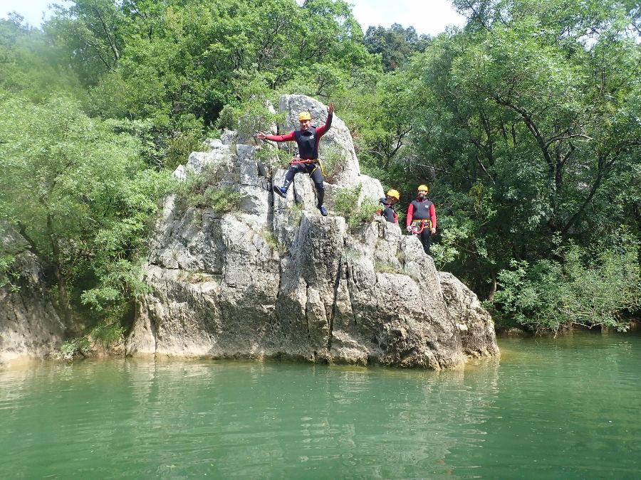 Canyoning Au Ravin Des Arcs, Près De Montpellier Dans L'Hérault Avec L'équipe D'entre2nature En Occitanie