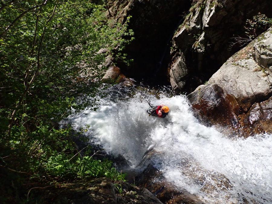 Toboggan En Canyoning Aux Cascades D'Orgon, Près De Montpellier Dans Le Gard En Cévennes