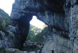 Arche Du Ravin Des Arcs, Près De Montpellier, Dans L'Hérault. Accompagné Des Moniteurs Du Languedoc.