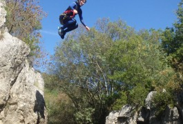 Canyoning Avec Les Moniteurs D'entre2nature, Au Ravin Des Arcs, Près De Montpellier Dans L'Hérault Et Le Gard.