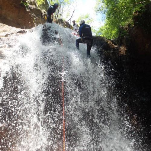 Canyon Des Cascades D'Orgon Dans Le Gard, Dans Les Cévennes, Avec L'équipe De Professionnels D'entre2nature, Basé Sur Montpellier Dans Le Département De L'Hérault.