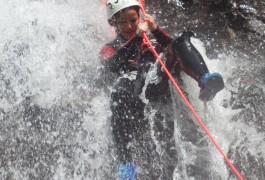 Rappel En Canyoning Dans Les Cascades D'Orgon, Près De Montpellier Dans Les Cévennes Et Le Mont Aigoual. Moniteurs Professionnels Des Activités De Pleine Nature.