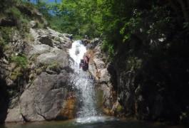 Moniteurs Professionnels En Canyoning Dans L'Hérault Et Le Gard. Toboggan Aux Cascades D'Orgon En Cévennes Près Du Mont Aigoual.