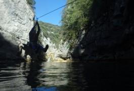 Tyrolienne Avec Les Moniteurs De Canyon De Montpellier, Dans L'Hérault Et Le Gard En Languedoc-Roussillon.