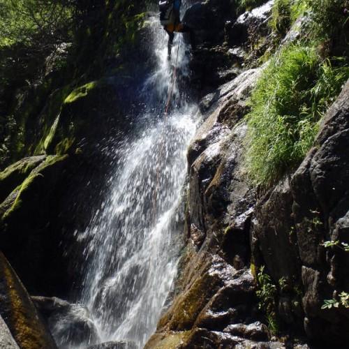 Moniteur Canyon Dans L'Hérault Et Le Gard, Près De Montpellier, Pour Des Sports De Peine Nature à Sensations: Rappel, Toboggan, Sauts...