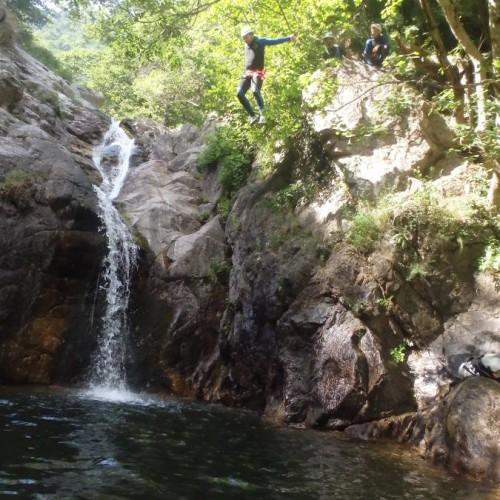 Canyoning Dans Le Gard En Cévennes, Près De Montpellier Avec Les Moniteurs D'entre2nature, Basé Dans L'Hérault En Languedoc-Roussillon.