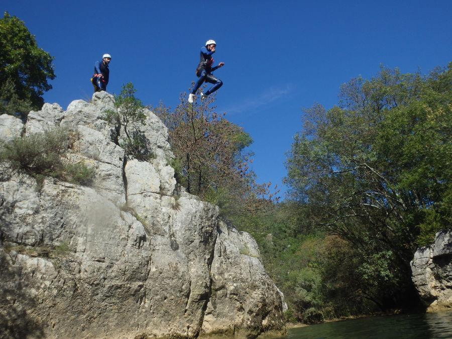 Canyoning près de Montpellier entre Cévennes et Caroux dans l'Hérault et le Gard, avec des moniteurs de pleine nature