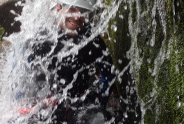 Sports De Pleine Nature Près De Millau: Canyoning, Via-ferrata, Escalade... Avec Les Guides D'entre 2 Nature, Basé Sur Montpellier Dans L'Hérault En Languedoc.