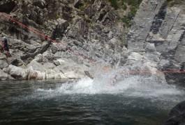 Canyoning Et Tyrolienne Splash Dans Le Canyon Du Soucy, En Cévennes, Près De St-Jean Du Gard. Accompagné Des Moniteurs De L'Hérault Et Du Languedoc, Pour Des Sports De Pleine Nature Dans L'Hérault.