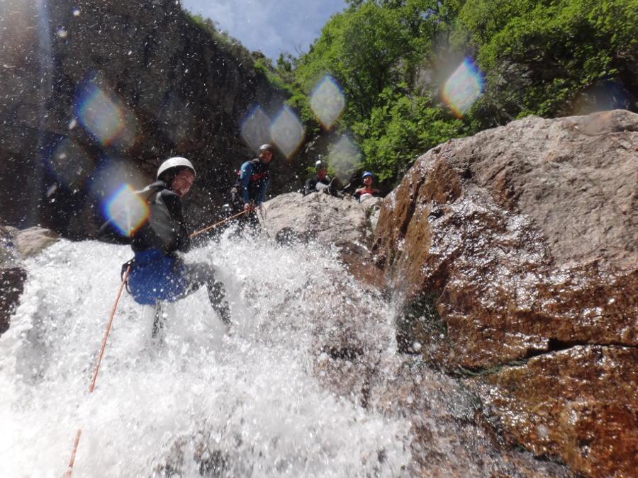 Rappel en canyoning dans les Cévennes au Tapoul près du Mont Aigoual. Sports de pleine nature dans tous le Languedoc-Roussillon. Montpellier et ses environs...