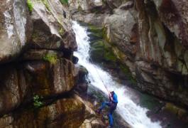 Canyoning Et Rappel Dans Le Tapoul, En Languedoc-Roussillon, Au Coeur Des Cévennes Au Mont Aigoual. Avec Les Moniteurs D'entre 2 Nature, Basé Sur Montpellier Dans L'Hérault.