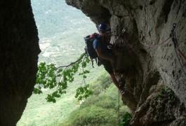 Grotte Et Randonnée-rappel Au Pic-St-Loup, Avec Les Moniteurs Escalade Et Canyon De L'Hérault, Basé à Montpellier. Sport De Pleine Nature En Languedoc-Roussillon.