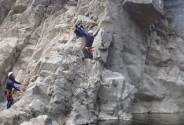Saut Dans Le Canyon Du Soucy, Pour Cette Randonnée Aquatique Dans La Rivière Du Gardon. Sports De Pleine Nature Dans Les Cévennes, Le Gard Et Le Languedoc-Roussillon.