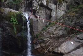 Tyrolienne Géante En Canyoning Dans Le Tapoul En Cévennes, Avec Des Guides Spécialistes De Pleine Nature, Basé Sur Montpellier, Dans L'Hérault