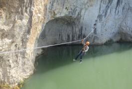 Tyrolienne En Via-ferrata Dans Le Gard Près De Lunel