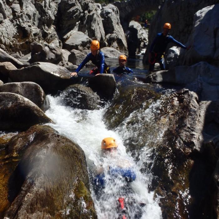 Randonnée Aquatique Dans Le Canyon Du Soucy, En Cevennes, Près D'anduze Dans Le Gard