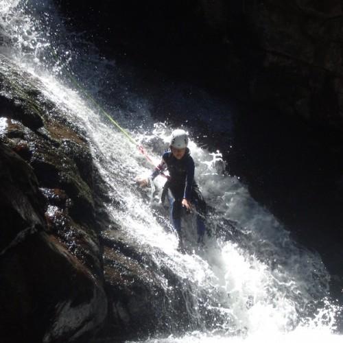 Canyoning Dans Les Cévennes Avec Des Toboggans Dans Le Canyon Du Tapoul En Lozère.