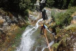 Rappel En Canyon, Dans L'Albès Au Caroux, Avec Les Moniteurs De Montpellier