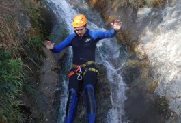 Canyoning Dans Le Ruisseau D'Albès Au Caroux, Pour Des Toboggans Et Rappels