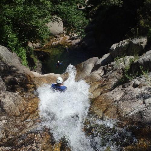 Canyoning Dans L'Hérault Près De Montpellier Et Des Cévennes Pour Des Activités De Pleine Nature