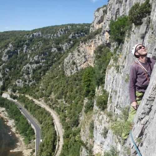 Escalade En Grande Voie Dans Le Thaurac Près De Montpellier Et Des Cévennes