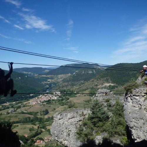 Via-ferrata Près De Millau Au Liaucous En Aveyron, Pour Des Sensations Sur Pont De Singe