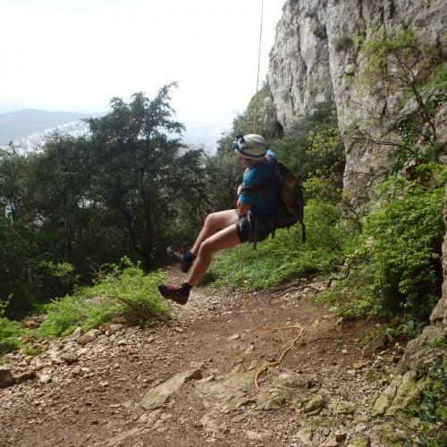 Rappel Au Pic Saint-Loup Près De Montpellier Dans Le Languedoc-Roussillon