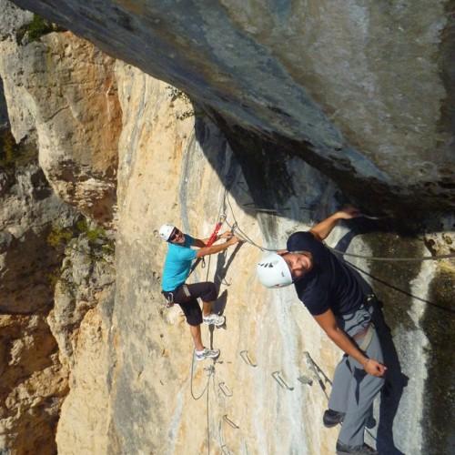 Via-ferrata Près Des Gorges Du Tarn Et De Millau Dans L'Aveyron, Avec Nos Moniteurs De Pleine Nature