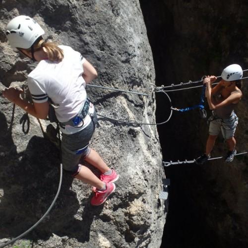 Via-ferrata Entre Les Gorges Du Tarn Et Millau Au Liaucous, Avec Des Moniteurs Passionnés De Pleine Nature