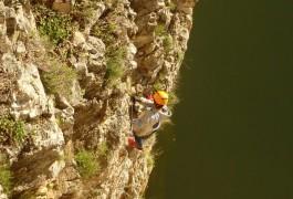 Via-ferrata De Saint-Sériès Au-dessus Du Vidourle Dans Le Gard