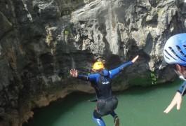 Canyoning Près De Montpellier Dans L'Hérault à Saint-Guilhem Le Désert En Languedoc Avec Les Moniteurs D'entre2nature
