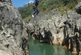 Canyoning Dans L'Hérault Près Du Pont Du Diable à Saint-Guilhem Le Désert Près De Montpellier